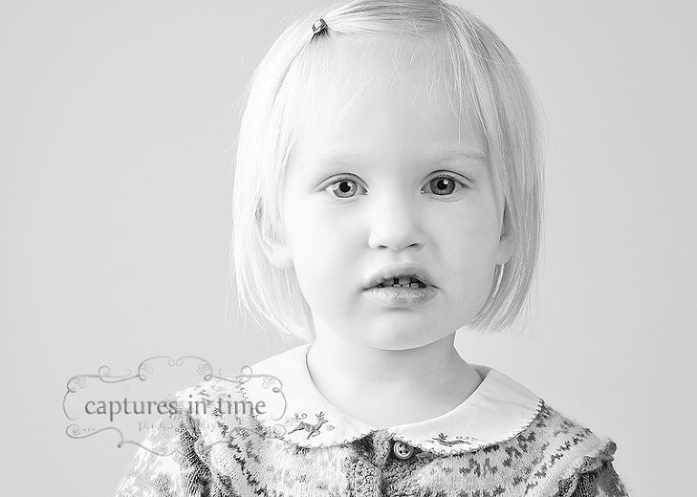 Kansas City Child Photographer black and white blonde 5 year old girl