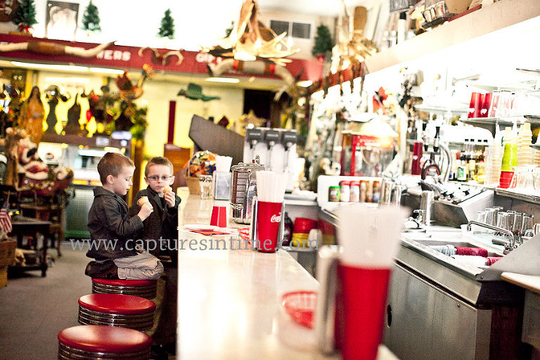 Blue Springs Christmas Pictures in soda shop eating ice cream
