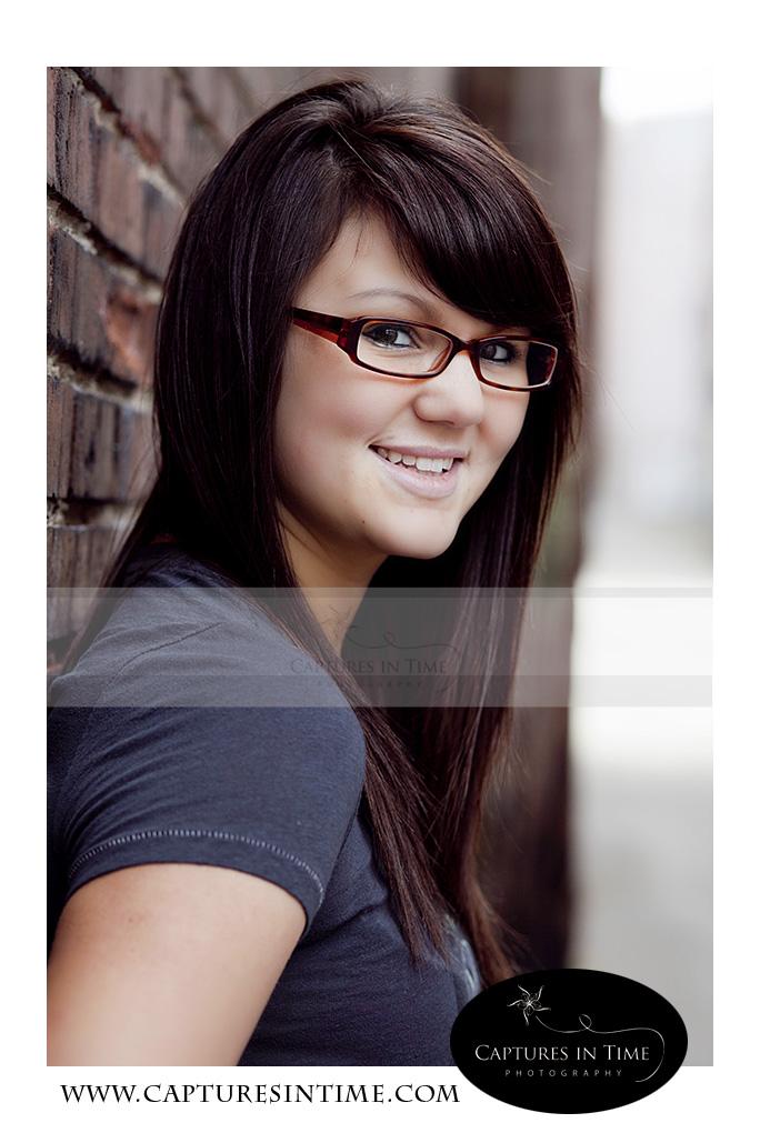 Kansas City Photographer senior girl brunette in glasses