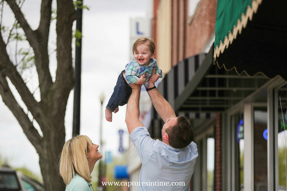 baby photography kansas city daddy throwing baby up in the air baby is laughing